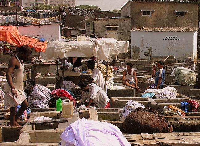 Dhobi Ghat: Schrobben, wringen, drogen en strijken