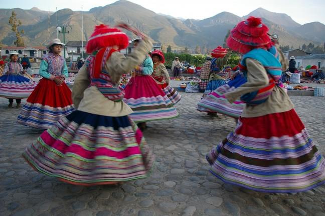 Dansen op het dorpsplein...