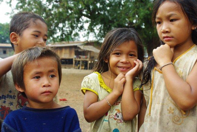 Kinderen in afgelegen dorpje zuid Laos