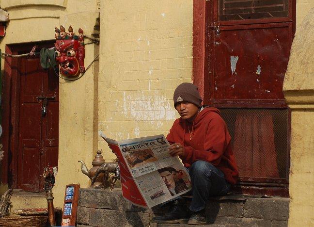 Krant lezen.