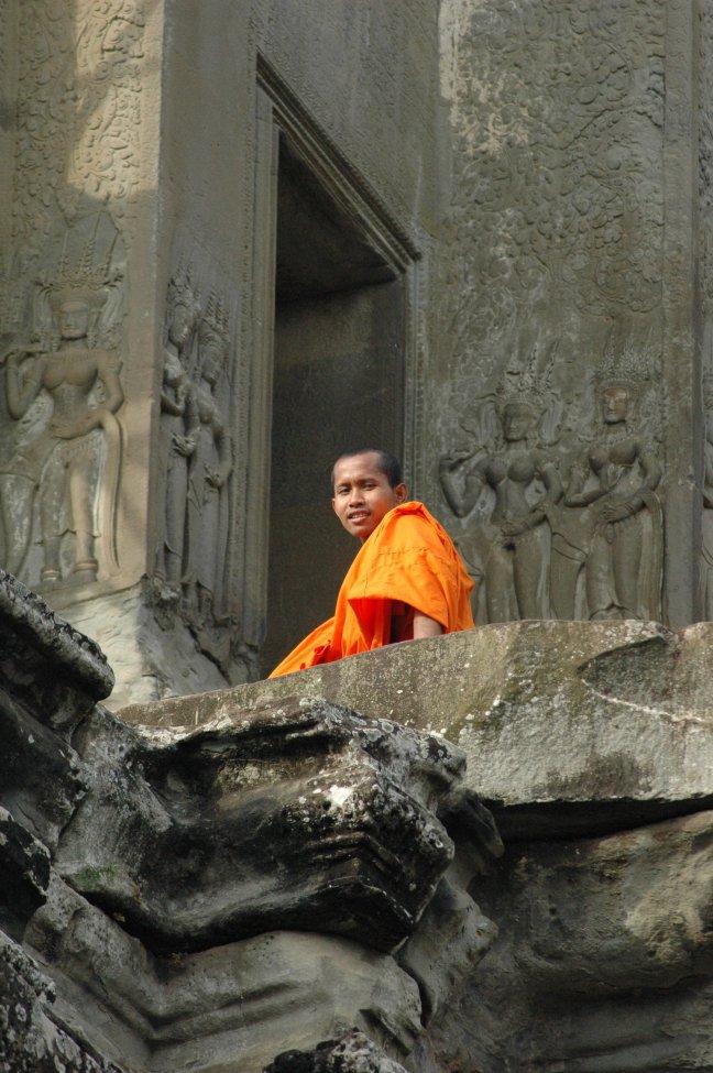 oogcontact met monnik