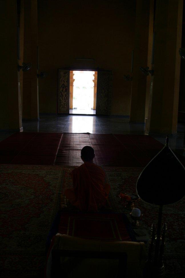 Monnik in tempel