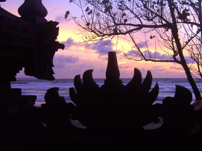 zonsondergang bij een tempel
