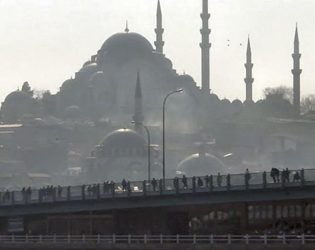 Smog boven Istanbul.  (166ups)