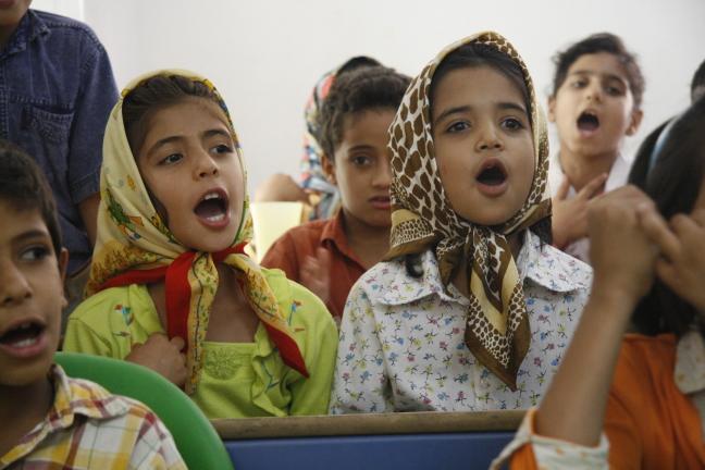 weeskinderen zingen in Bam