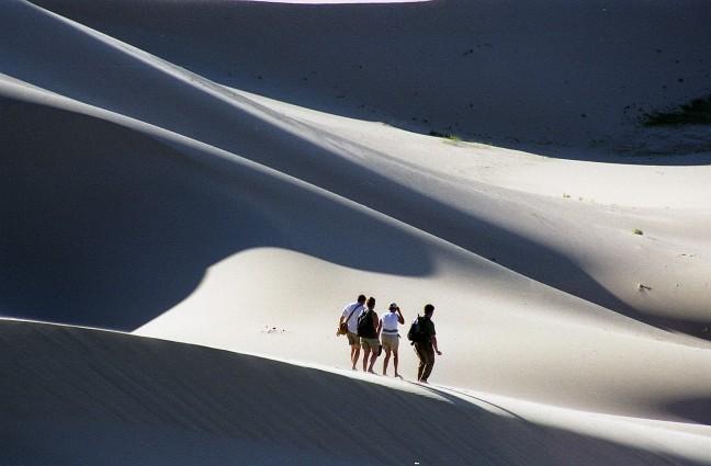 Stappen in Gobi woestijn