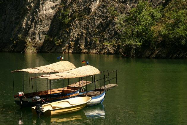 Dobberende bootjes, Lake Matka (nabij Skopje)
