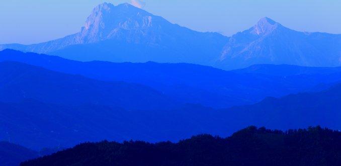 Gezicht op de Monte Sibilini voor zonsopgang...