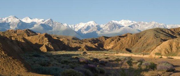 De overweldigende bergen van Kirgizië