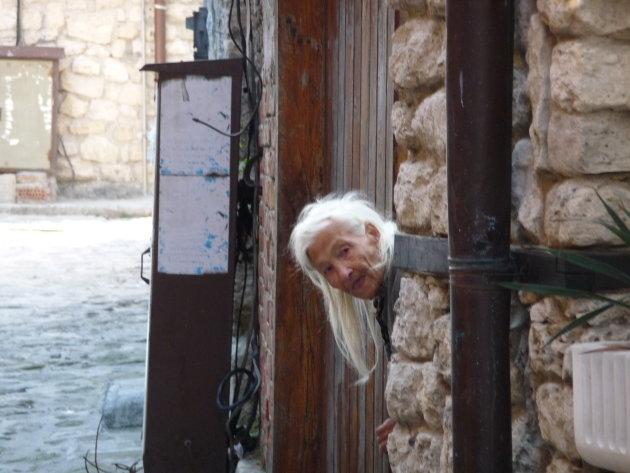 Oude vrouw in Nesebar