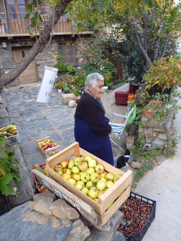 Oma verkoopt apples