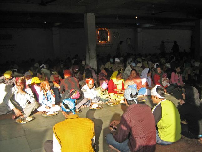 gratis maaltijd tijdens feestdag Sikhs