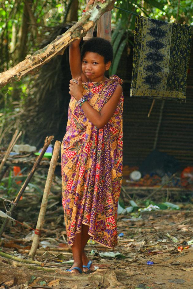 Orang Asli meisje poseert in de Taman Negara