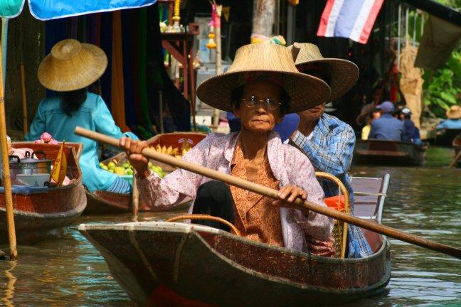 Drijvende markt in Thailand