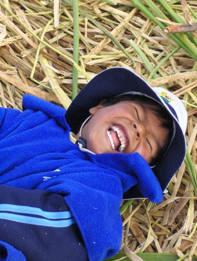 lachend jongetje