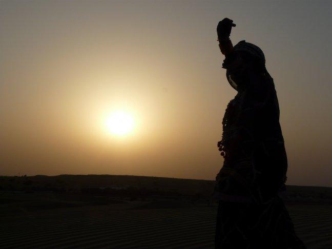 danseresje in de woestijn