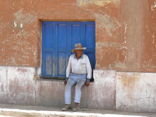Boliviaan in een Delta Airlines outfit