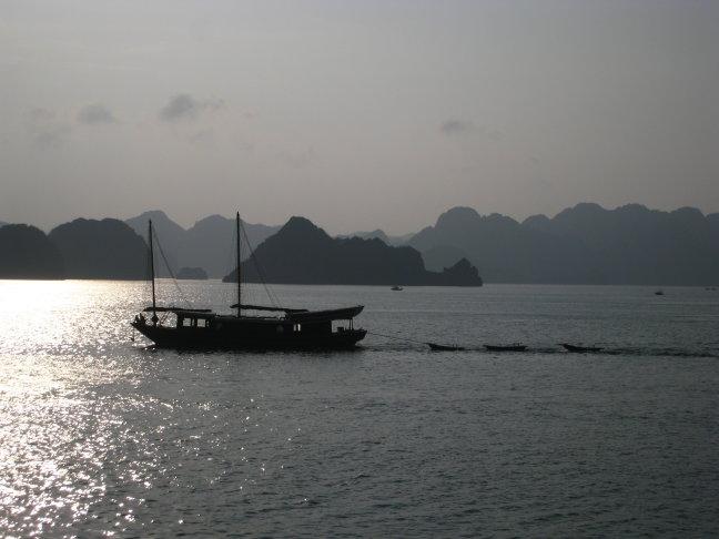 Bootje bij Halong Bay