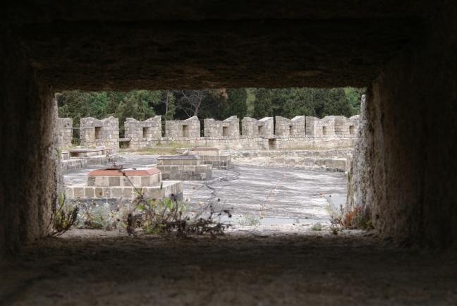 Doorkijkje vanaf de stadsmuur in Rodos