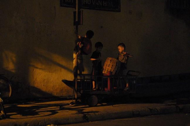 kinderen bij maanlicht