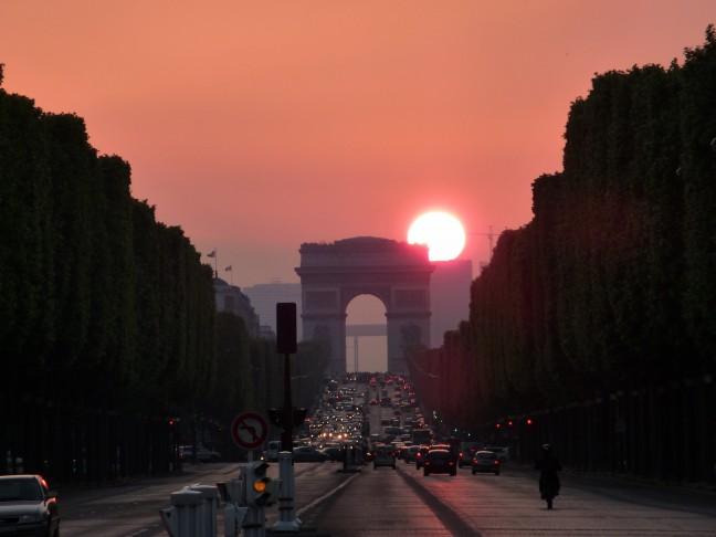 Zonsondergang boven Parijs