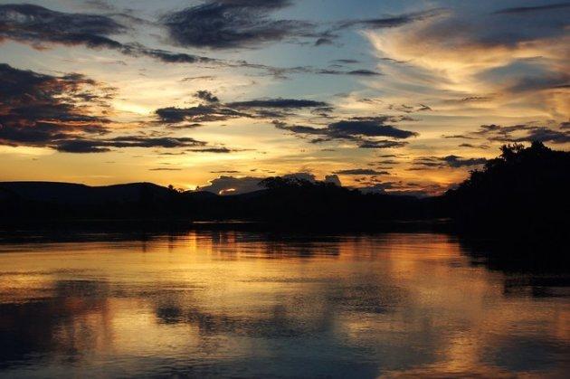 Zonsondergang aan de Rio Guapore