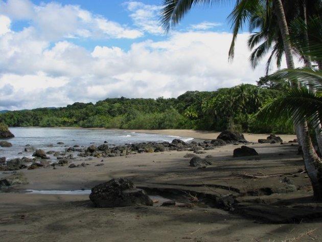 Strand bij Nuqui, Colombia