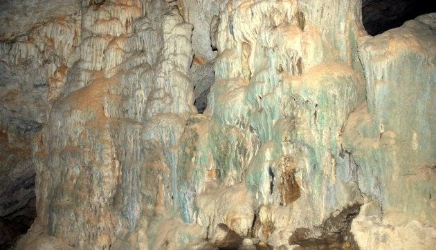 Stalactieten in grot Agia Sofia.
