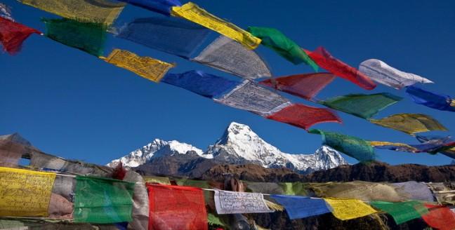 wapperende gebedsvlaggen-Annapurna