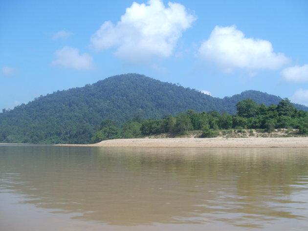 Sungai Tembeling op weg naar Taman Negara