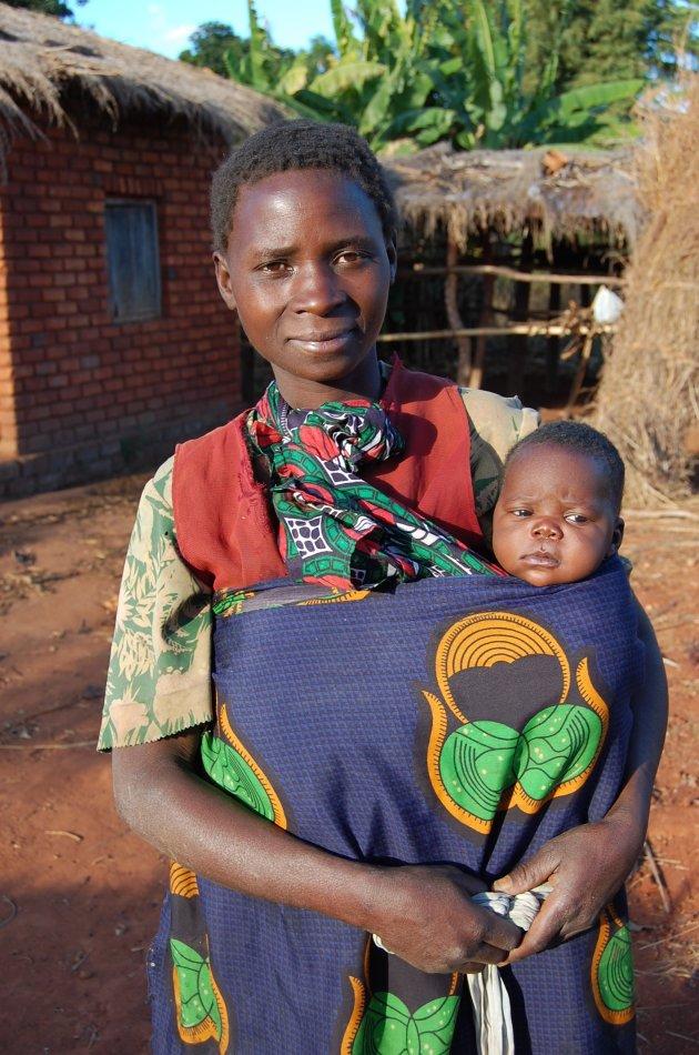 Moeder met kind in Malawi