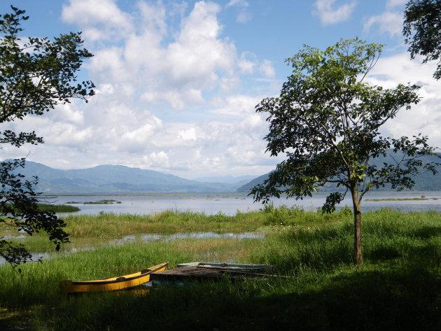 Bootje op Lago de Yojoa