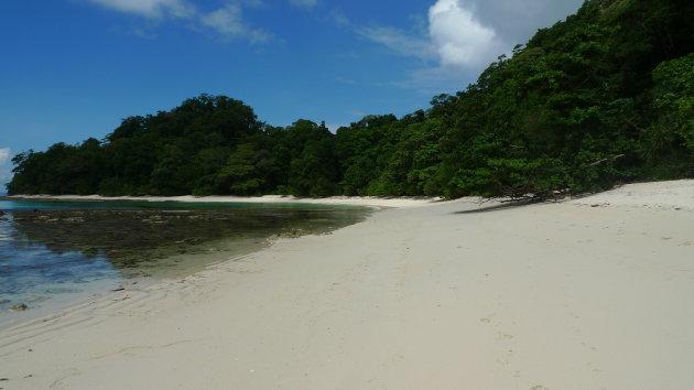 Kleine baai bij Radha Nagar beach