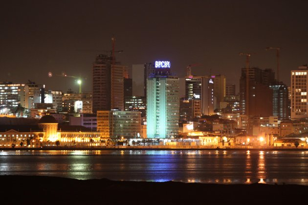 Luand sky-line Luanda (Bank of Angola)