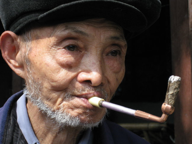 pappa fume une pipe