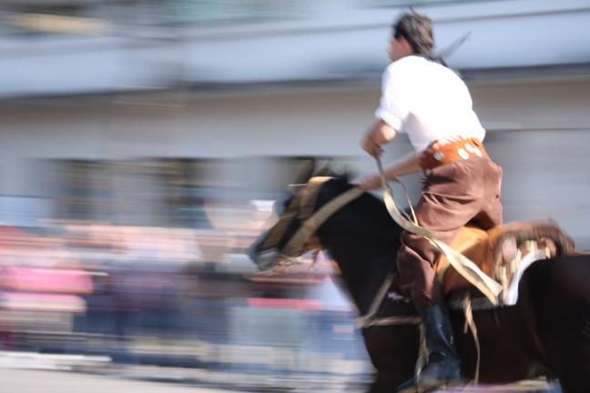 Gaucho tijdens La Feria de Mataderos in Buenos Aires