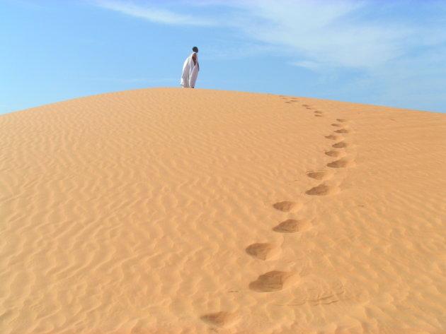 Sidi Yoba navigeert ons door de woestijn