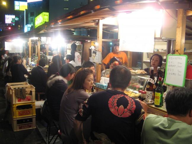 Eten bij Yatai stalletjes in Fykuoka