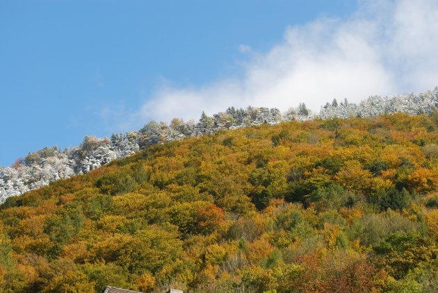Herfstlandschap in bergen nabij Vaduz