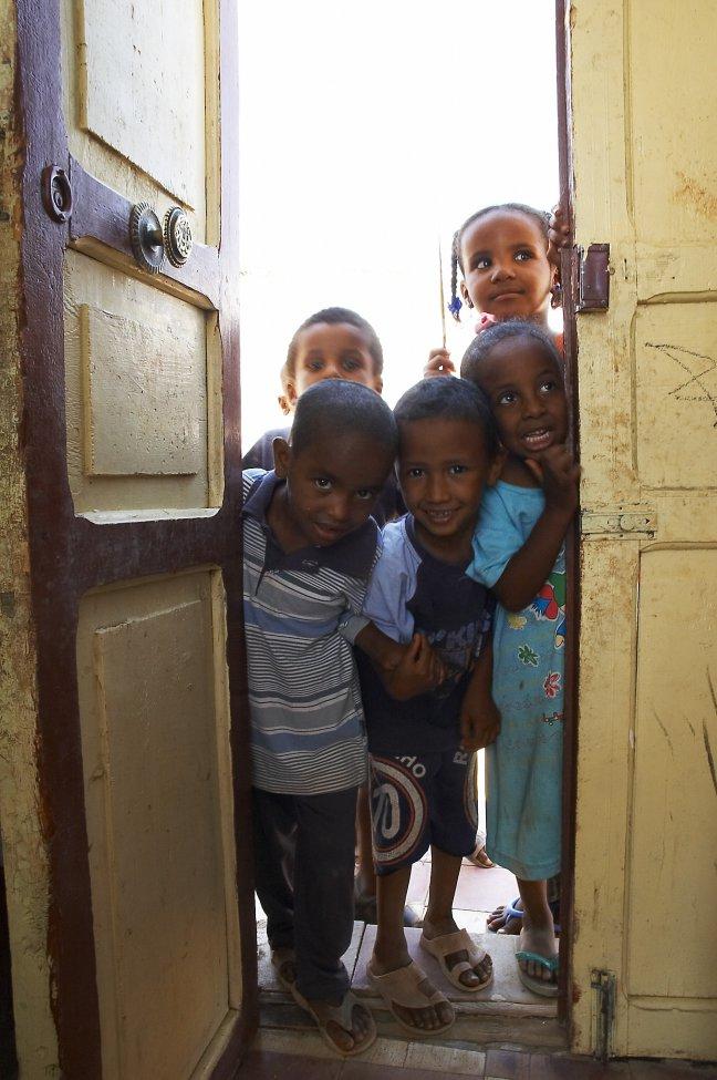 Nieuwsgierige buurtjes, nubian children2
