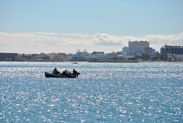 Vissers voor de kust van Sousse, Tunesië