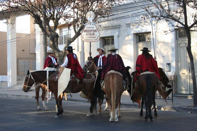 Gaucho's in afwachting van de parade, Salta