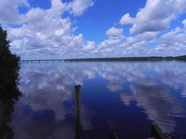 weerspiegeling in het water