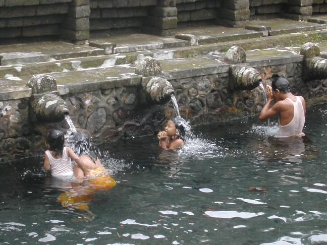 baden in het heilige water van de pura tirta empul