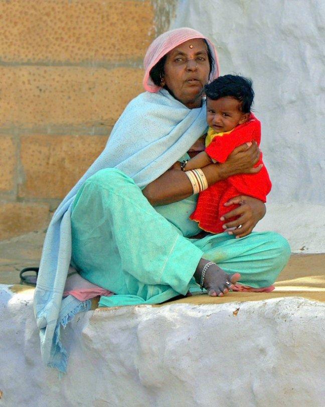 Vrouw met kind in Jaisalmer