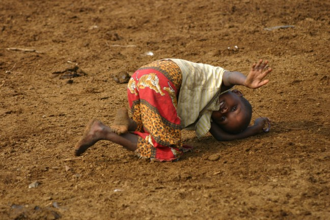Spelend Masai kindje