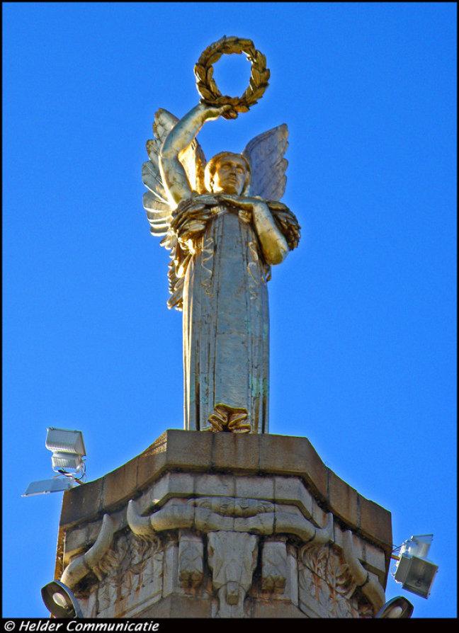 Engel in goudgeel