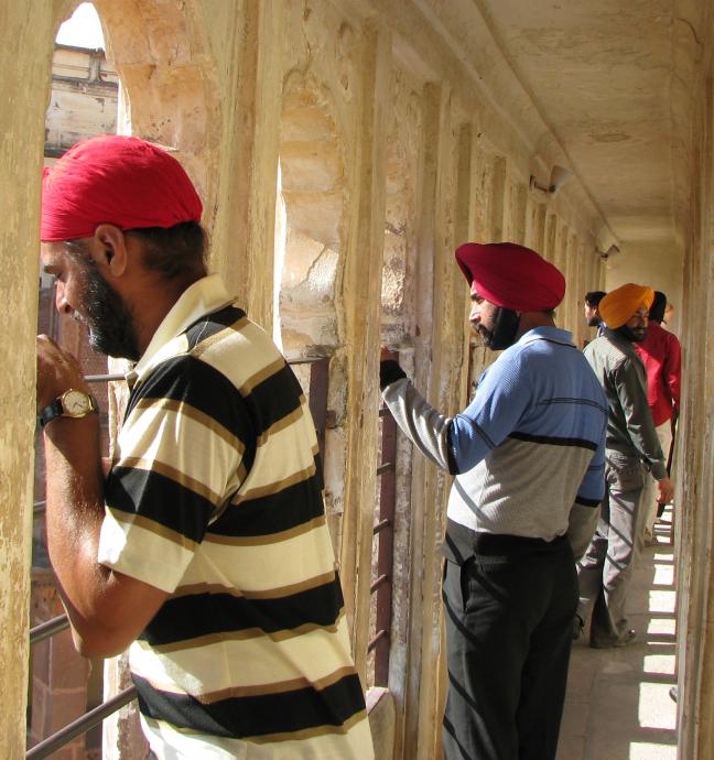 Mannen met tulbanden in het Meherangar fort van Jodhpur