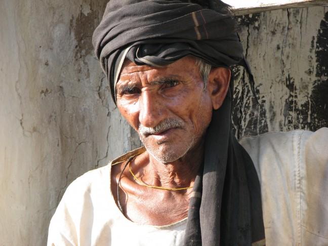 Oude man in een dorpje nabij Khajuraho