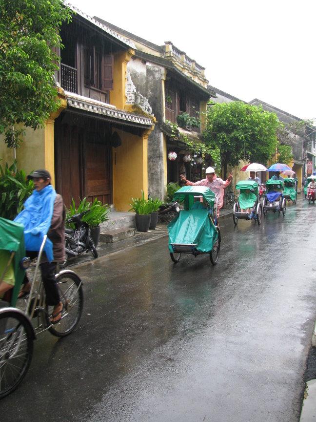 Cyclo in de regen